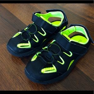 Rugged outback boys 11.5 outdoor sandals neon